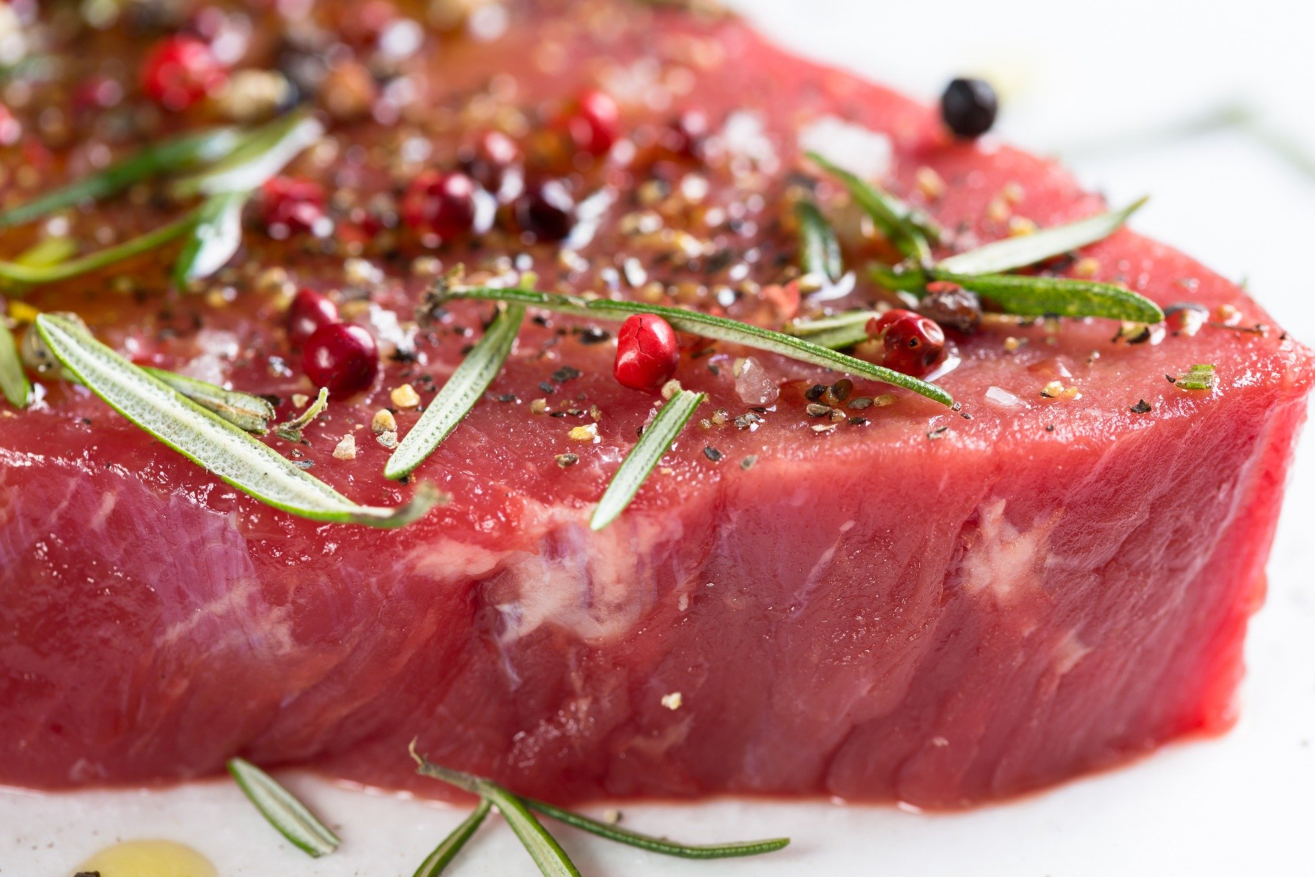 Know De Facts Before Deciding. Do You Know What Contains A Piece Of Red Meat?