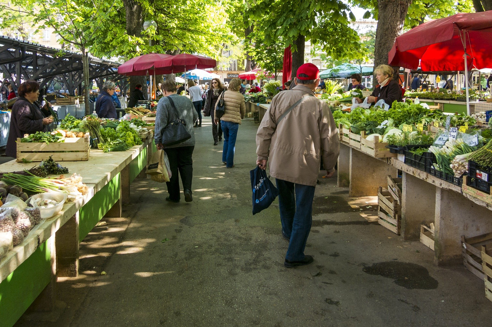 The Generalitat De Catalunya Asks The City Councils To Keep Open-air Markets Open